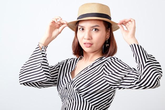 Portrait de jeune femme asiatique