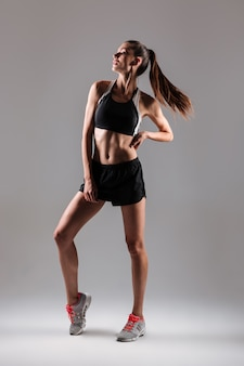 Portrait d'une jeune femme en bonne forme physique