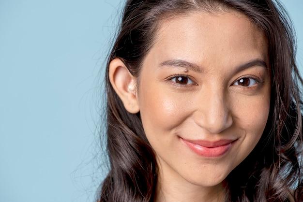 Portrait de jeune femme du moyen-orient
