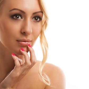 Portrait de jeune femme naturelle