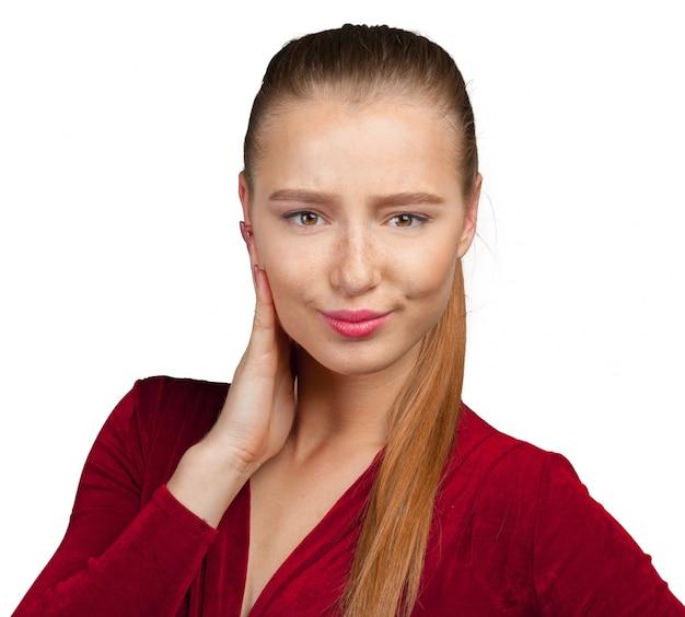 Portrait d'une jeune femme séduisante, pensant profondément