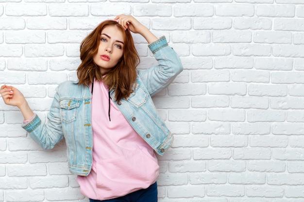 Portrait de jeune femme séduisante