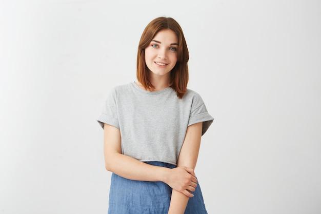 Portrait de jeune fille joyeuse joyeuse heureuse souriant.