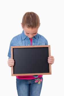 Portrait, jeune, fille, regarder, école, ardoise