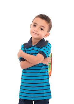 Portrait jeune garçon avec sac à dos