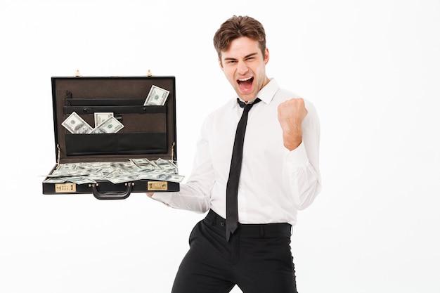 Portrait d'un jeune homme d'affaires prospère