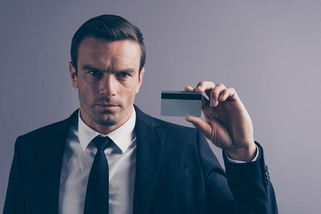Portrait d'un jeune homme d'affaires