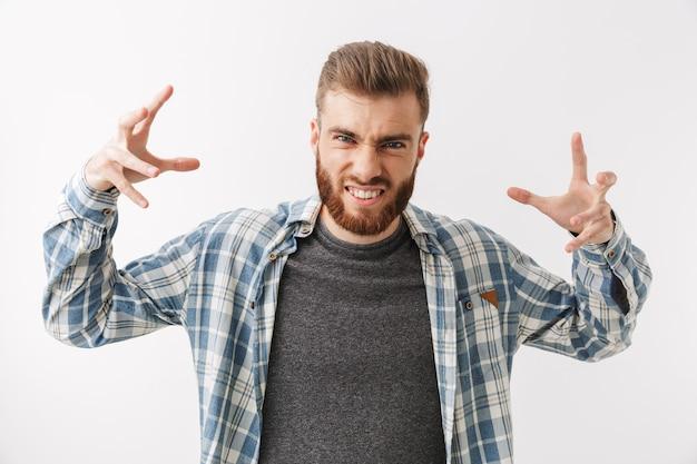 Portrait d'un jeune homme barbu en colère