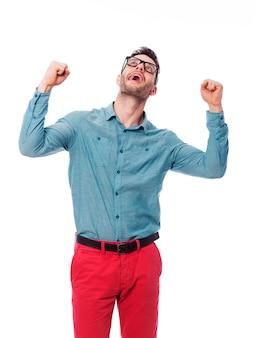 Portrait de jeune homme excité