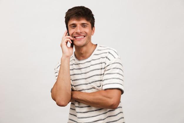 Portrait d'un jeune homme gai