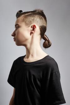 Portrait d'un jeune homme de la mode