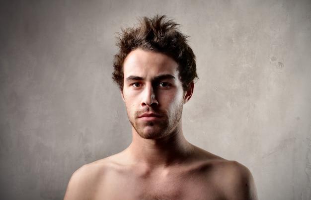 Portrait d'un jeune homme nu