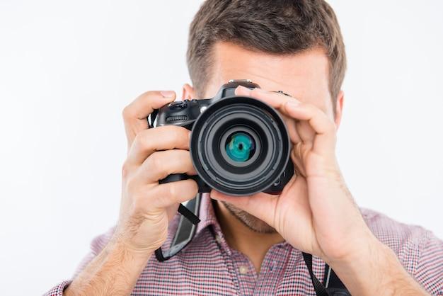 Portrait de jeune photographe avec appareil photo