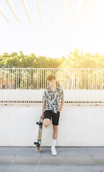 Portrait, jeune, skateboard