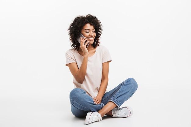 Portrait de jolie jeune femme afro-américaine