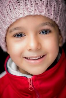 Portrait jolie petite fille