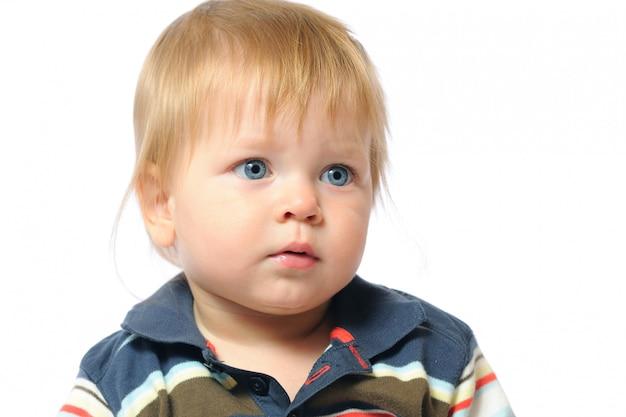 Portrait à la maison d'un enfant d'un an à la maison.
