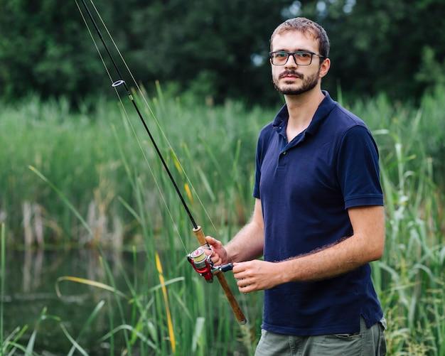 Portrait, de, mâle, tenue, canne à pêche