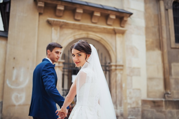 Portrait de mariage d'un couple heureux.