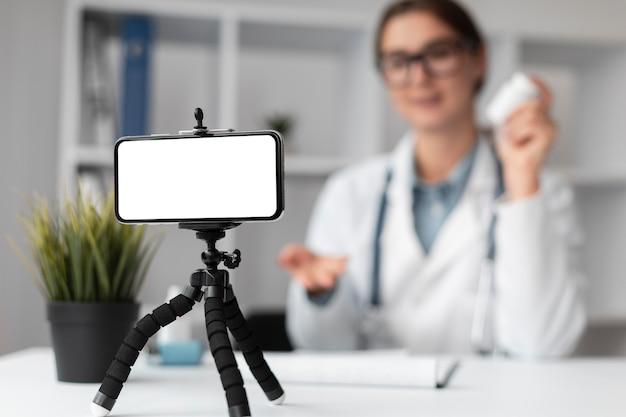 Portrait de médecin en vidéoconférence à la clinique