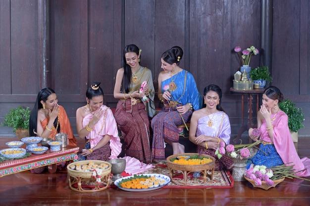 Portrait modèle thaï en costume d'époque thaï