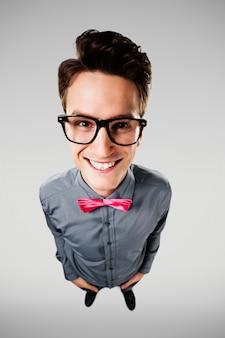 Portrait de nerd souriant