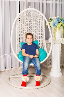 Portrait of caucasian smiling laughing baby boy sitting in chair à directement