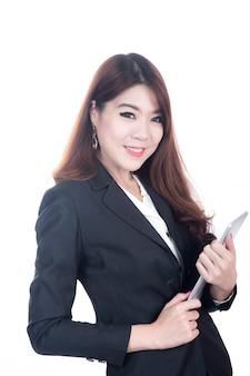 Portrait of smart businesswoman confiant holding tablet