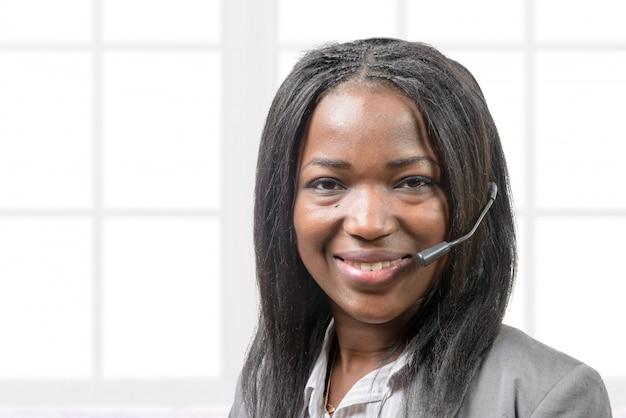 Portrait d'un opérateur souriant