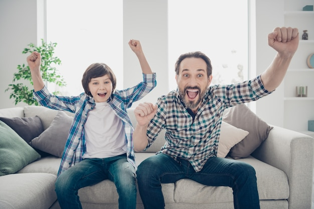 Portrait de père et fils passer du temps ensemble
