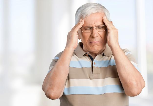 Portrait de personnes âgées de triste vieil homme caucasien