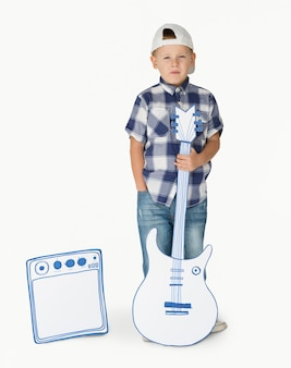 Portrait d'un petit garçon blond caucasien
