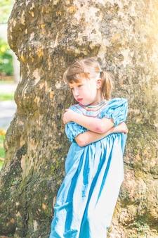 Portrait d'une petite fille au visage pouty