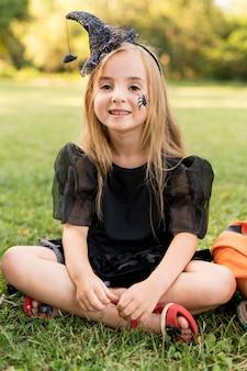 Portrait petite fille avec costume