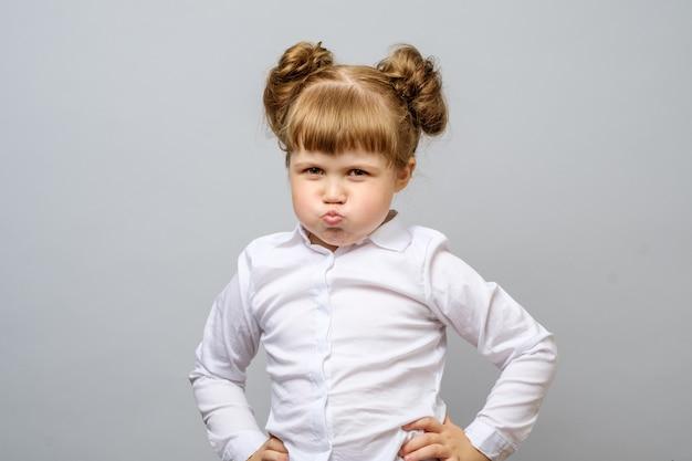 Portrait de petite fille malheureuse