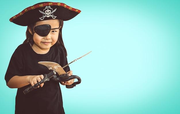 Portrait de petite fille en pirate