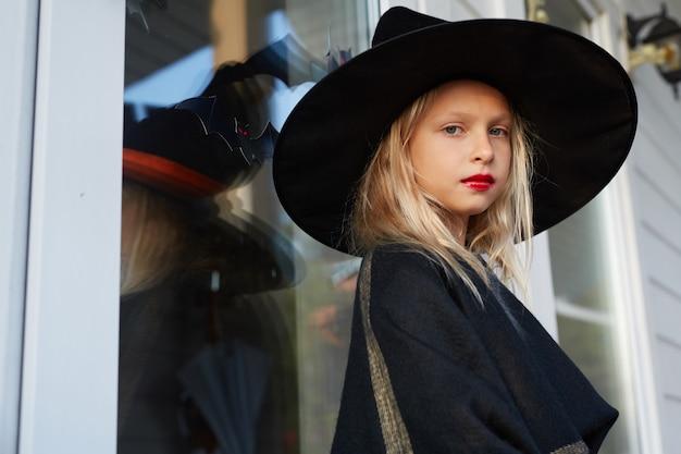 Portrait de petite sorcière