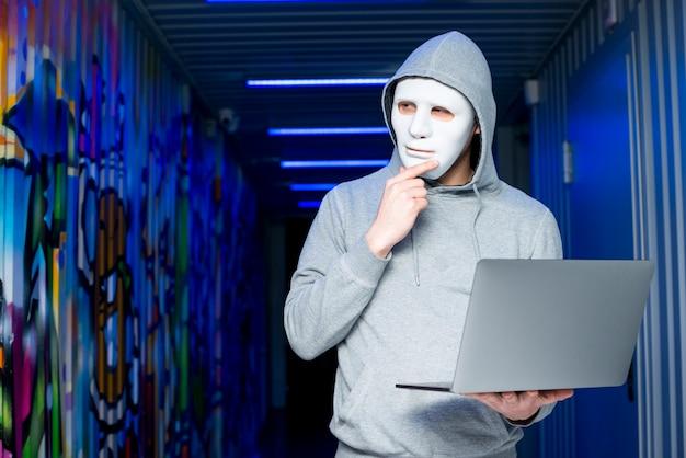 Portrait de pirate avec masque