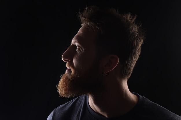 Portrait de profil d'un homme