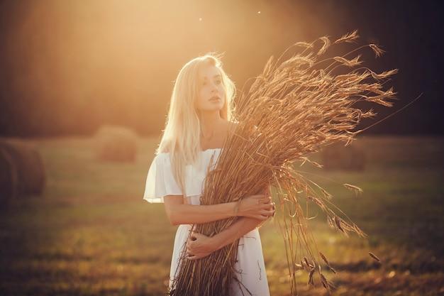 Portrait romantique blonde