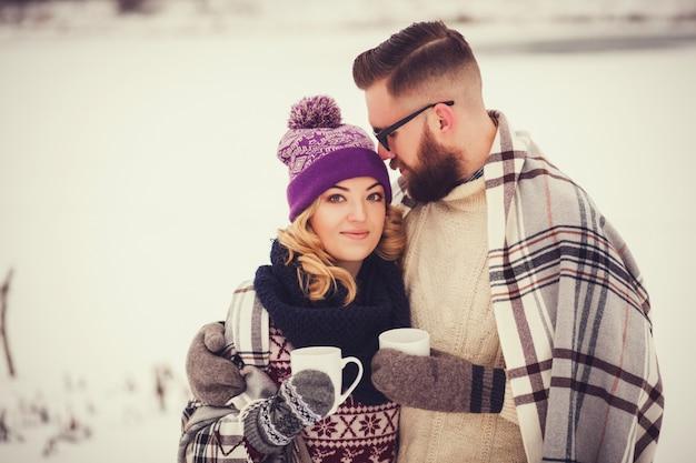 Portrait sensuel d'un jeune couple