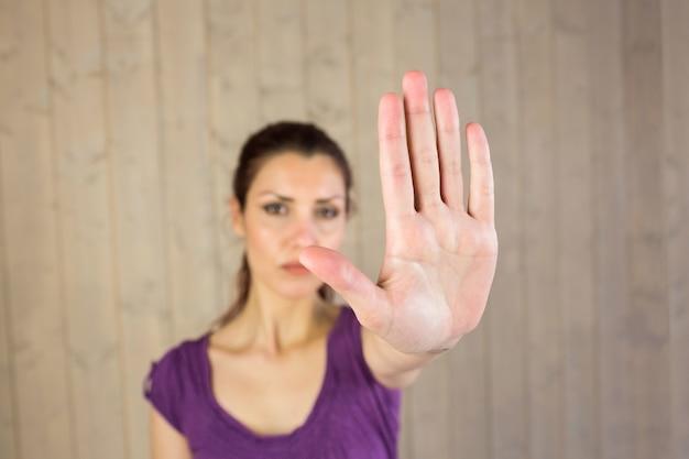 Portrait, de, sérieux, femme, projection, stop