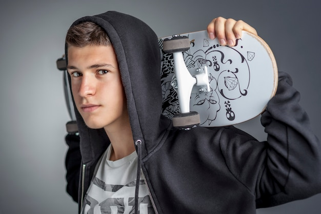 Portrait de skateboard confiant