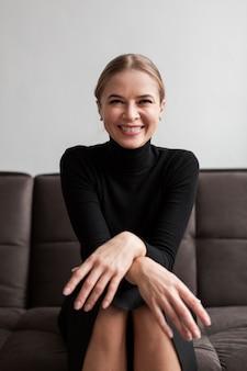 Portrait, smiley, moderne, femme