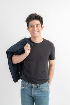 Portrait souriant bel homme asiatique