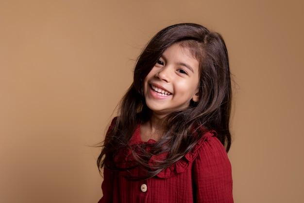 Portrait souriant de petite fille asiatique