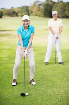 Portrait, de, sourire, couples mûrs, jouer golf
