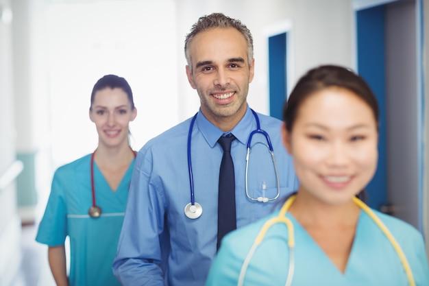 Portrait, sourire, docteur, infirmières