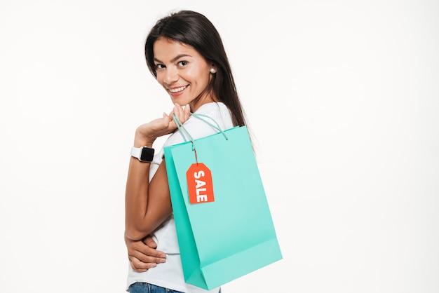 Portrait, sourire, jeune, femme, tenue, achats, sac