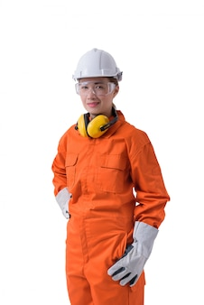 Portrait d'une travailleuse en combinaison mécanique isolé sur blanc